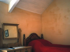 Traditional yellow ochre linewash for a bedroom